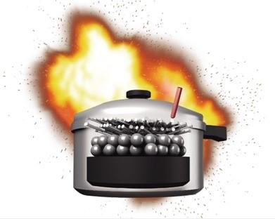 炸弹用高压锅制成,内装钉子、钢珠、黑火药等。一共两枚炸弹爆炸。一枚炸弹用高压锅制成,藏在背包里。为了杀伤力更大,还塞了钉子、钢珠等。另一枚炸弹也被装在一个金属容器中,目前尚不明确是否也是高压锅。