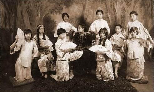 农村大棚裸舞表演_民国时代的艳舞表演(组图)