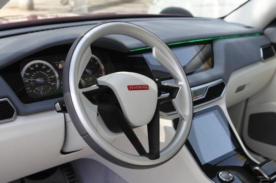 内饰方面,新车内饰采用了奇瑞最新的设计理念,中控台设计十分简洁,配备多功能方向盘、大尺寸液晶屏等配置。从谍照里看,在方向盘周围的设计吸取了很多TX的设计元素,总体感觉棱形的仪表框感觉很特别。   动力方面,新车将搭载的是一台2.0L自然吸气发动机,具体动力参数还需官方日后公布。传动系统与之匹配的将是CVT无级变速箱。   编辑点评:奇瑞T21车型是奇瑞品牌精心孕育的一款城市型SUV,随着SUV车型的火爆,如果该车定位准确,售价合理,或许这款SUV会吸引大批消费者买单,更多消息,请继续关注凤凰汽车。