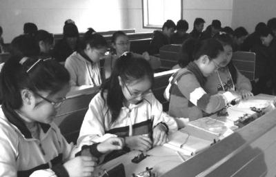"""广陵区教研室副主任王国峥点评该课""""能根据学生现状适当降低教学起点图片"""