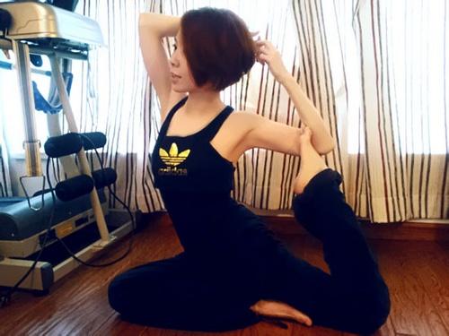 黄雅莉瑜伽造型