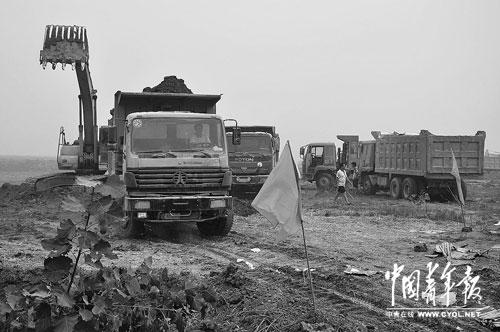 """4月10日,""""走向淮河""""项目部仍在施工。本报记者宋广辉摄"""