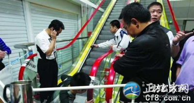 深圳小学生电梯踩踏事故 因学生在电梯上系鞋带