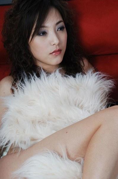 """达贝妮(Benny Da),曾经被誉为""""淘宝女王"""",是中国网络拍卖平台捧出的第一颗明星。在网上已销声匿迹一年多后,又出现在IT江湖,而这次她的身份是视频搜索网站Pcpie的CEO。"""