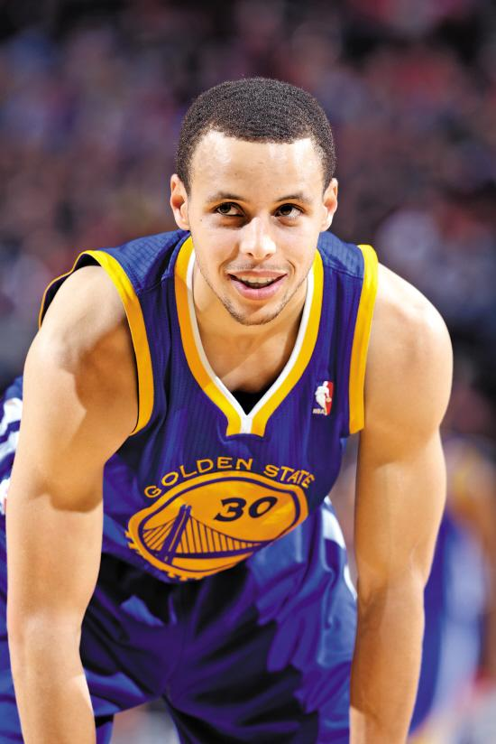 库里荣升NBA历史第一射手 赛季进球数超雷阿伦