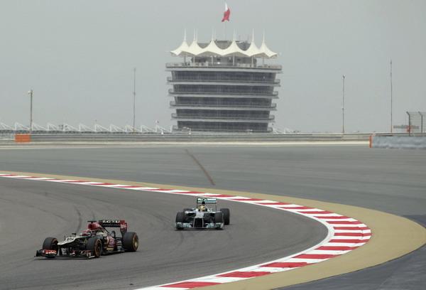 图文:F1巴林站第三次练习赛 小汉追赶莱科宁