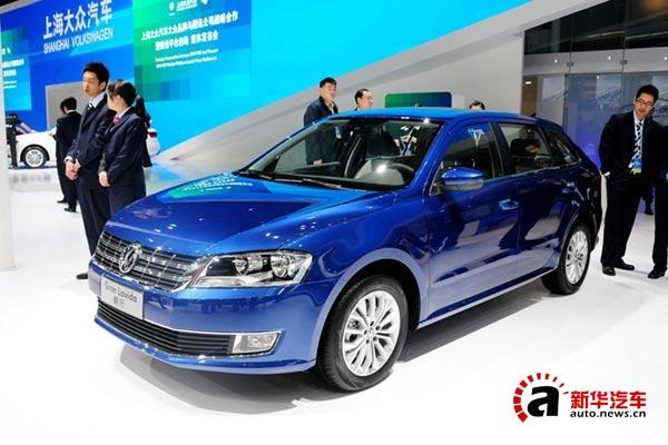 车身尺方面,它的长、宽、高分别为4454mm/1765mm/1460mm,轴距为2610mm。除了车身长度比朗逸短151mm外,其它尺寸均保持不变。