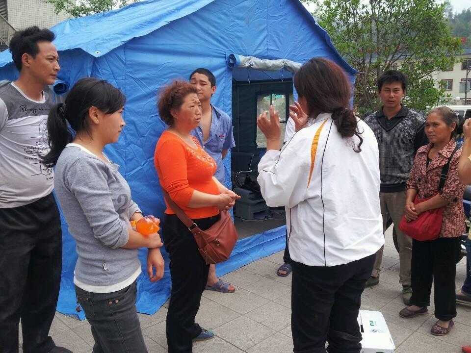 芦山最缺帐篷、食品和水(图)