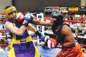 2009年5月,波士顿爆炸案嫌犯塔梅尔兰・察尔纳耶夫(左)参加拳击比赛时的照片。图/IC