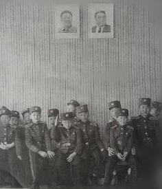 身着军装的万景台革命学校学生