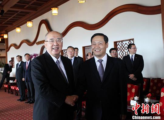图为中国国民党荣誉主席吴伯雄会见彭清华一行。周群 摄