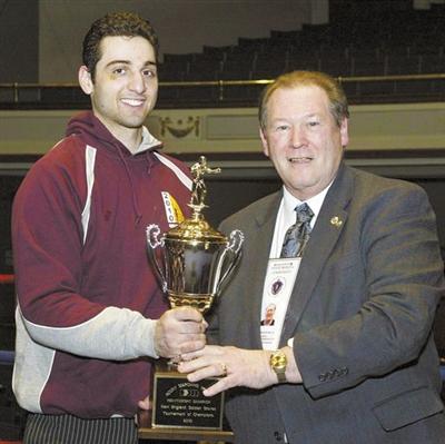 2010年2月17日,塔梅尔兰赢得一项拳击赛事的冠军。