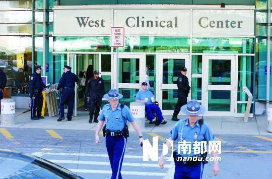 """美国警方调派大批人力把守病房,保证波士顿爆炸案""""二号""""嫌疑人焦哈尔的安全。"""