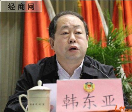 山东25岁女镇长与当官父亲同日辞    昨日,在金乡县政府官网上发布