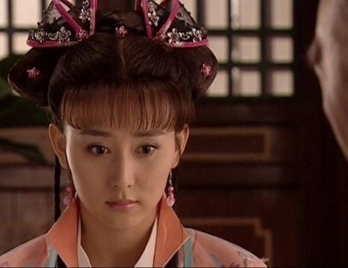 李菲儿康熙秘史之端敏格格漂... 她很漂亮啊就是不红锁清秋里...