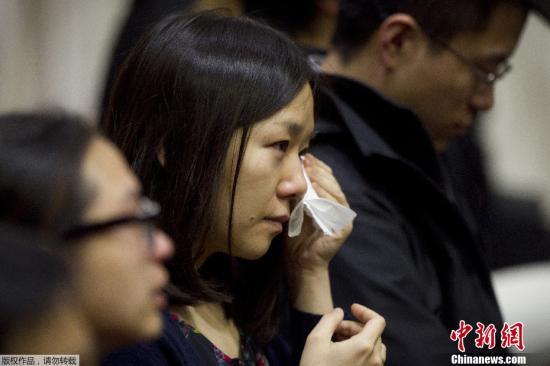 波士顿大学追悼爆炸案遇难中国女留学生吕令子