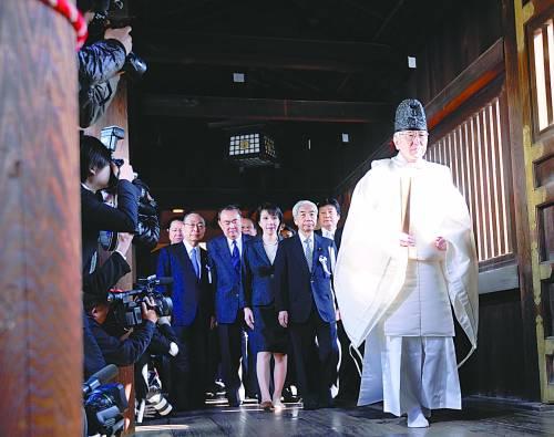 4月23日,日本国会议员前往靖国神社参拜。