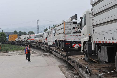 国家传染病控制卫生应急车队乘铁路到达地震灾区