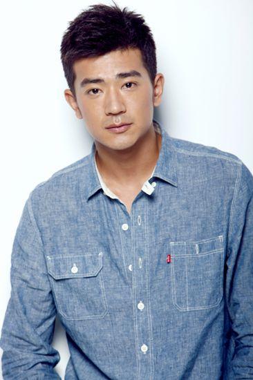 青年演员李岷城