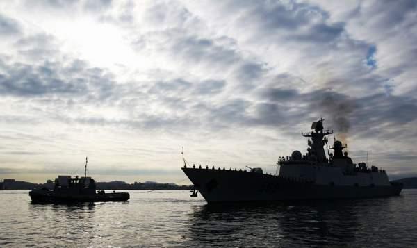 中国海军护航编队抵达法国访问。