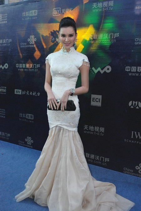 莫小棋复古造型亮相北京电影节闭幕式