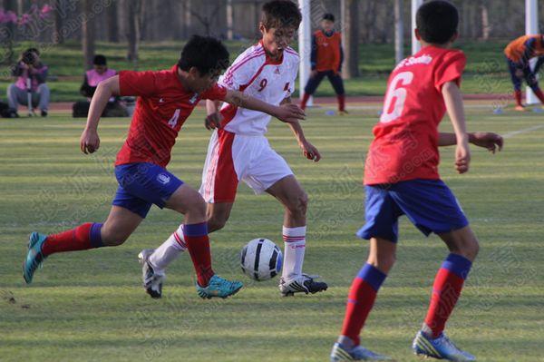 亚少赛图:中国国少0-3韩国 孙沁涵护球