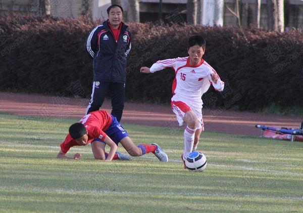 亚少赛图:中国国少0-3韩国 徐磊巧妙突破