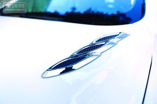 发动机盖上的装饰性进气口,没有实际作用,如今已成为别克家族标志性的符号