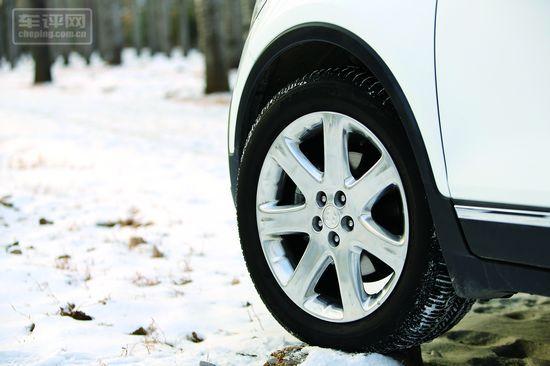 昂科拉全系标配普利司通215/55 R18的低滚阻轮胎,前刹车盘达到了16英寸