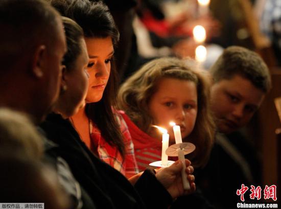 奥巴马发表讲话 流泪悼念德州化肥厂爆炸遇难者
