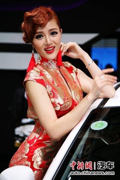 上海美女车展过程争奇斗艳揭秘其吸金车模(图阳美女被采图片