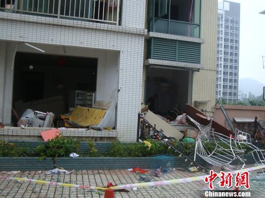 26日上午,珠海市前山和协绿城小区3栋一楼住户家中发生管道煤气爆炸,图为爆炸现场。 冒韪 摄