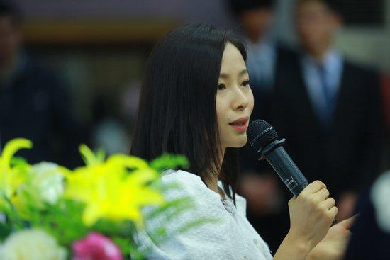 江一燕电子书进校园 自曝大学爱玩摇滚乐