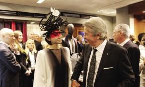 """作为中法文化交流大使,尚雯婕被赞""""高端有国际范儿""""。"""