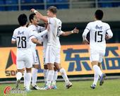 中超图:天津泰达vs武汉卓尔 泰达球员庆祝进球