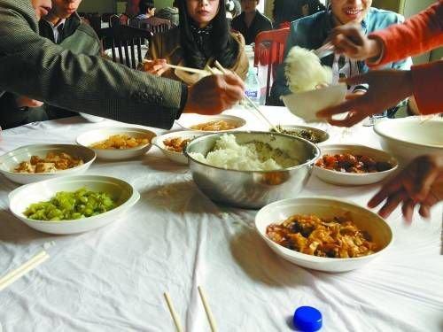 八菜一汤的团餐 阮霁阳摄