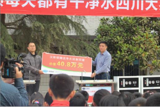 图为:汉斯顿总经理詹辉肆先生接受采访