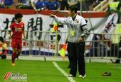 中超图:申花2-1东亚 高洪波场边指挥比赛