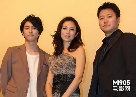 (左起)稻叶友、高冈早纪、远藤要