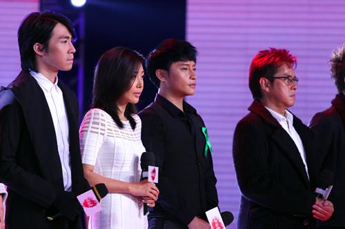 陈志朋携手众星现场雅安《让世界充满爱》
