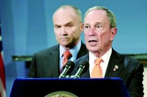 近日,纽约市长布隆伯格(右)说,波士顿爆炸案的两名犯罪嫌疑人曾计划在纽约时报广场实施第二次爆炸袭击。新华/法新
