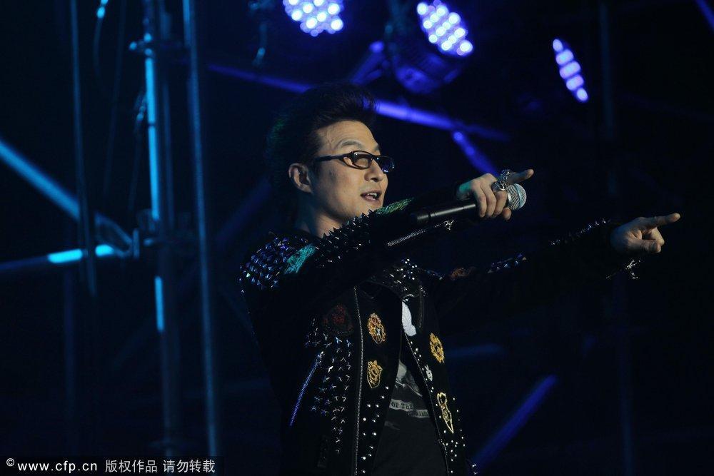 汪峰天津演唱会等待_当演唱会进行到最后七八首歌是,全场观众起立大合唱,气氛之火爆可见一