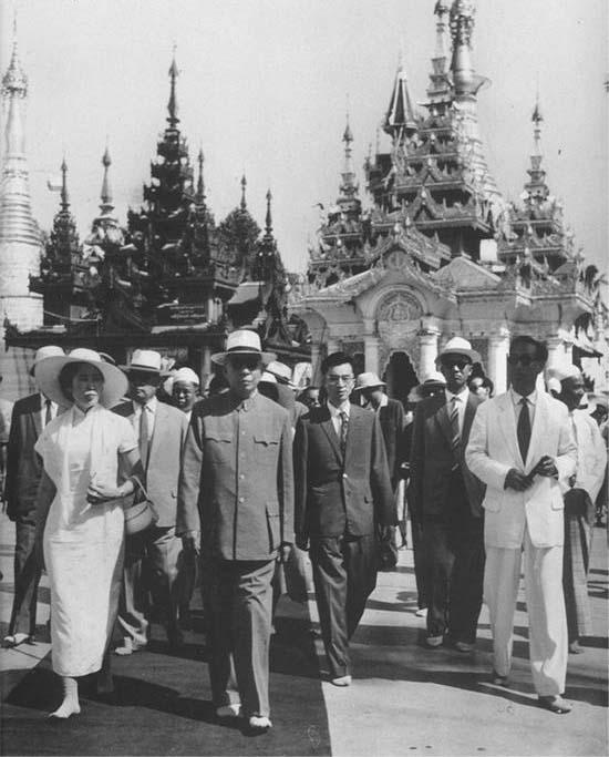 刘少奇/1966年,王光美陪同刘少奇出访巴基斯坦。