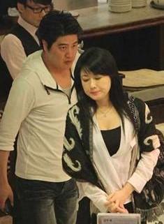戈伟如被曝约会小10岁嫩男。