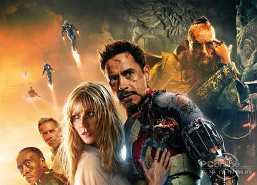 甲,胸前拥有星形图案的钢铁侠在向一名高官致敬,   《钢铁侠3