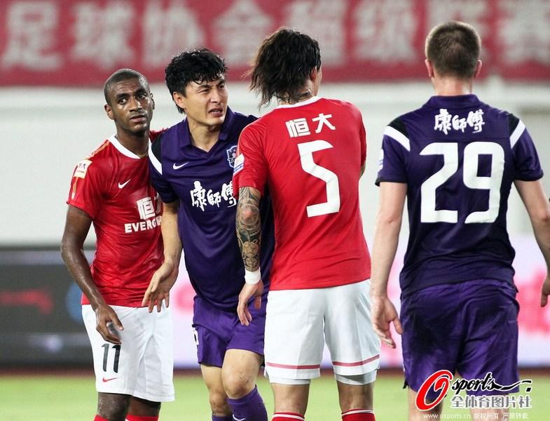 杨启鹏 李玮峰/2012年8月25日,中超联赛第23轮,广州恒大VS天津泰达。