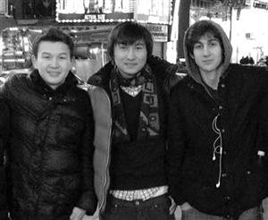 从左至右分别是塔扎亚科夫、卡迪尔巴耶夫和察尔纳耶夫