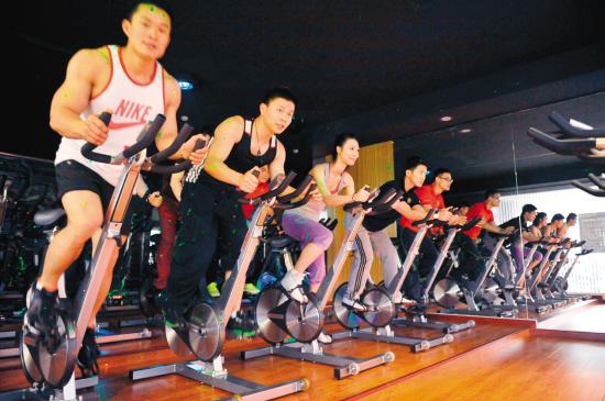 动感单车也是健身房里大受欢迎的有氧运动项目