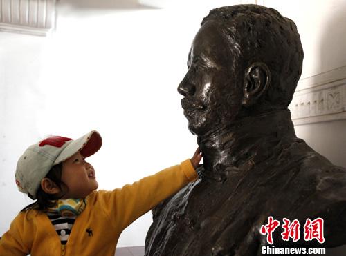 北京学生青年节前参观五四运动策源地(组图)