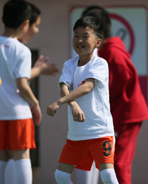 中超图:青岛中能VS杭州绿城 球童大跳骑马舞